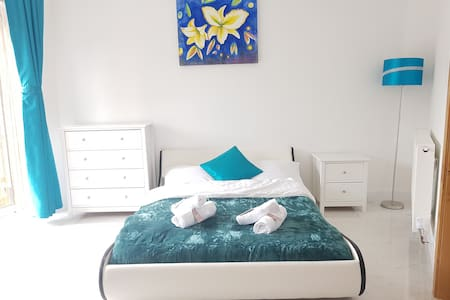 Katie modern one bed flat --Lily
