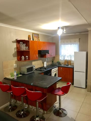 Lovely apartment next to Mall of Africa