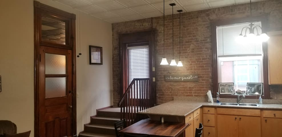 ⇝Downtown Loft⇜ Convenient, Private & Cozy!