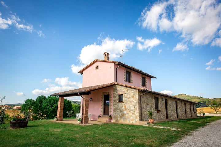 Apartment for 5 on real Umbrian farm with pool