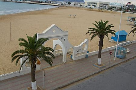 La Goulette, on the very sea front - La Goulette - Lejlighed