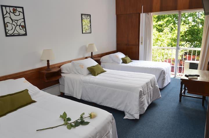 Royal Hotel - Habitación Triple con tres camas individuales