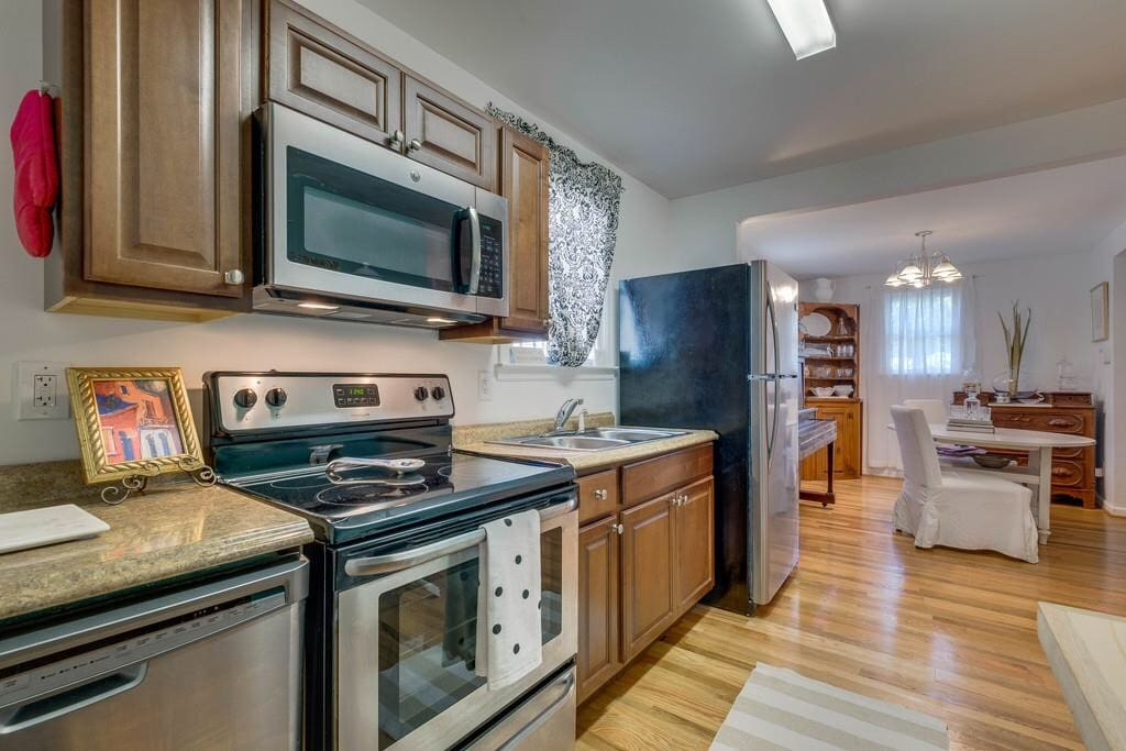 Full Kitchen. Includes Keurig and all you need to prepare your own Nashville meal.