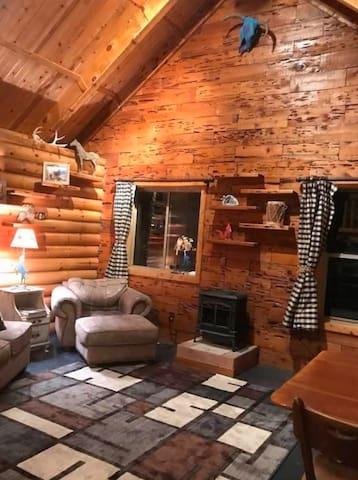 Social Distancing! Quaint, rustic, peaceful Cabin