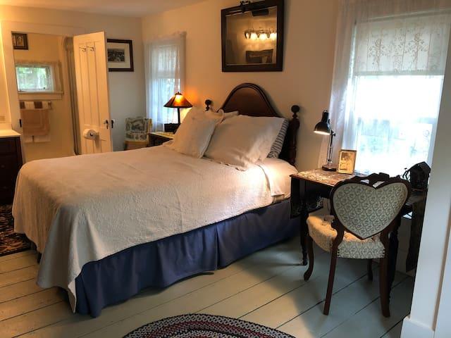 Queen Room at Shinglekill Falls