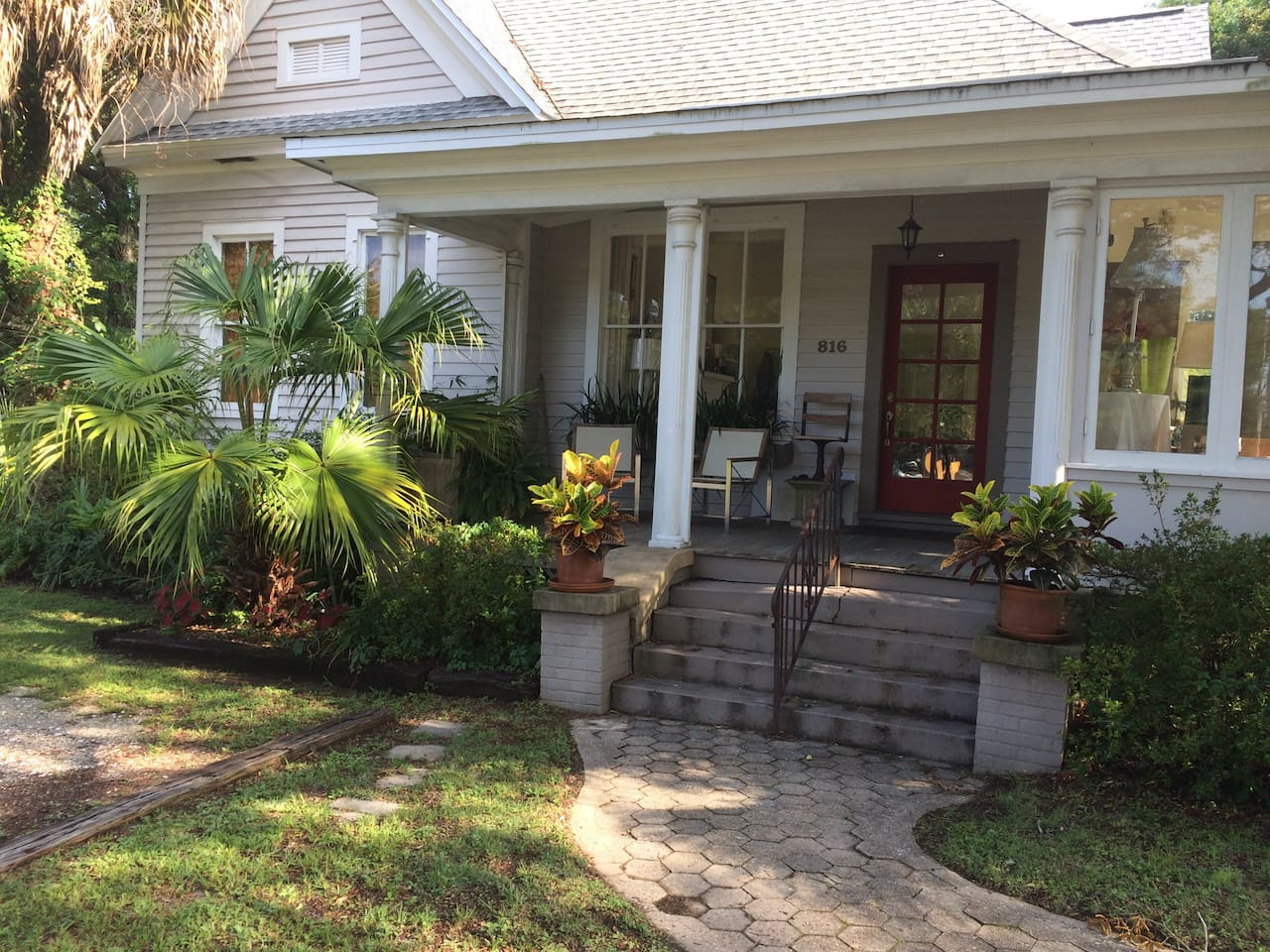 Charming late Victorian in historic district 10 minutes from the airport and downtown, 20 minutes to beaches