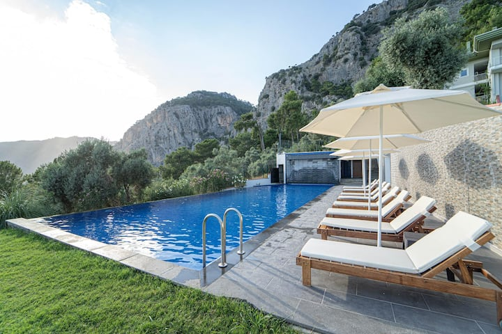 Amazing 3 BR Duplex with Fascinating View and Shared Pool in Gocek