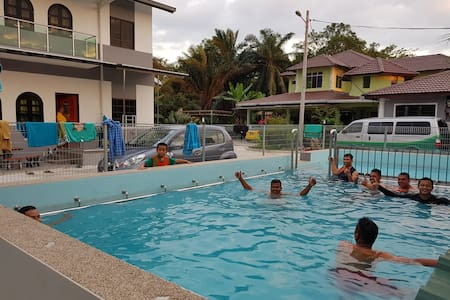 Homestay Sg Buloh - 3 Bedroom/2 Bath 1F with Pool.