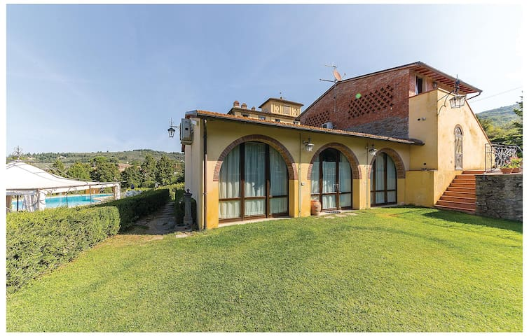 Semi-Detached with 2 bedrooms on 48 m² in Arezzo
