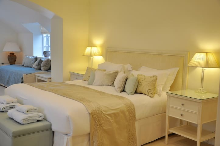 Family Suite - Super King size bed and truckle beds