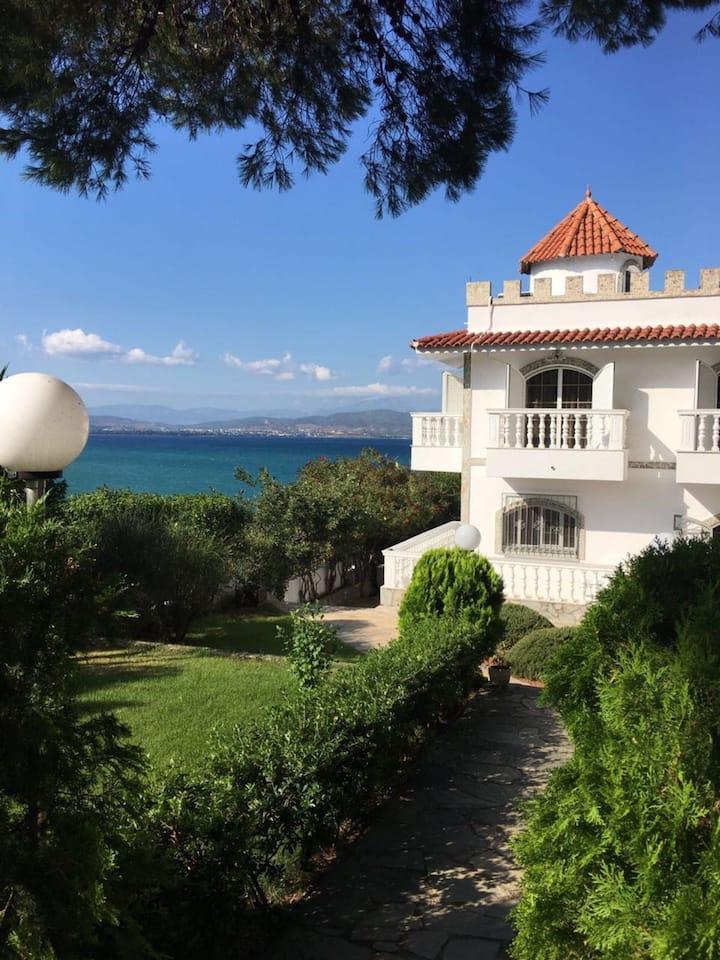 Роскошная вилла у моря на острове Эвия