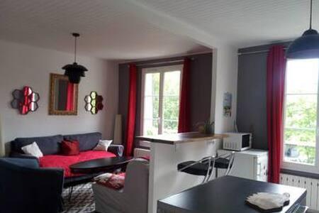un appartement cosy à 15 ' de Paris .
