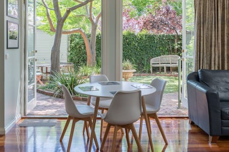 Bright Spacious Victorian with Garden and Spa Bath - Fitzroy North - Talo