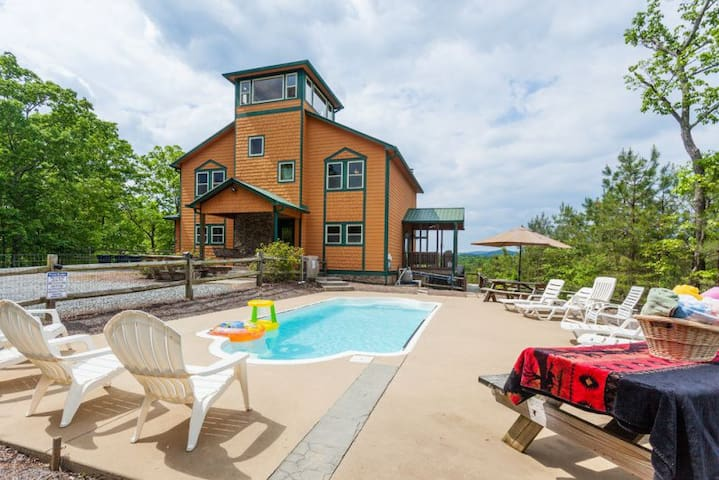 Poolside Mtn Retreat - Sleeps 19 - Ellijay