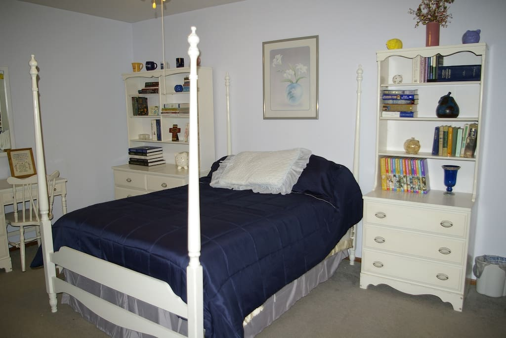 Large Cheerful Blue Room in North Scottsdale - Houses for ...