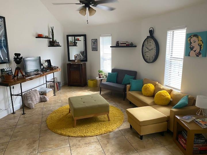 The Octagon House! Cozy, Quiet, Convenient!
