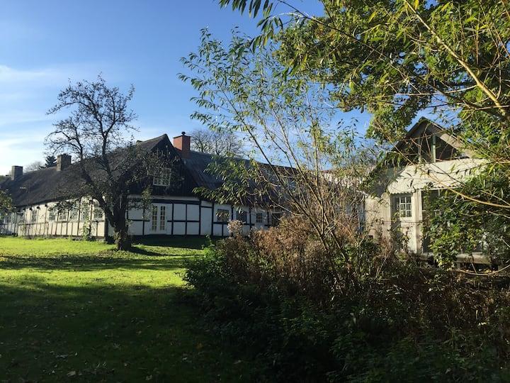 Klassisk gård anno 1704, i hjertet af Samsø