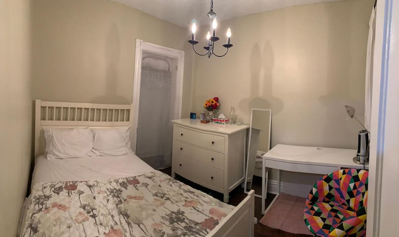 Private & Cozy room in central Hamilton downtown