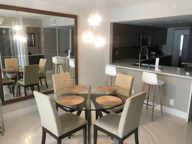 Downtown Miami 44 | Luxury 1BR Waterfront Condo-Hotel w/Free Valet Parking