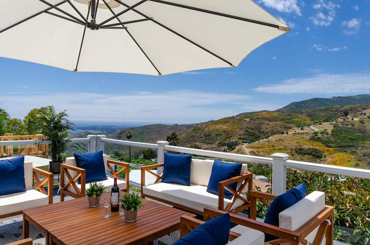 LUXE - OCEAN & MT VIEWS!!! - 5 BEDS Malibu House