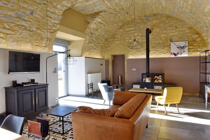 """Gîte 5* chaleureux """"Le jardin""""  Château en Aveyron"""