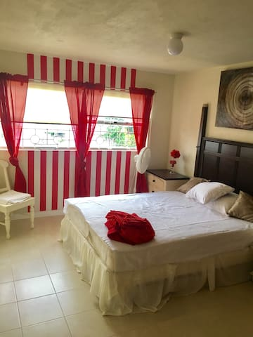 Regency Villa - clean, comfortable 3 bed apartment
