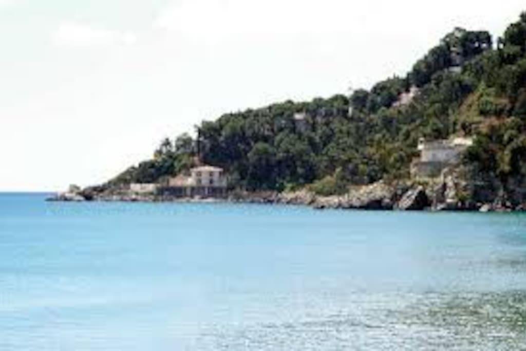 vista dalla spiaggia attrezzata