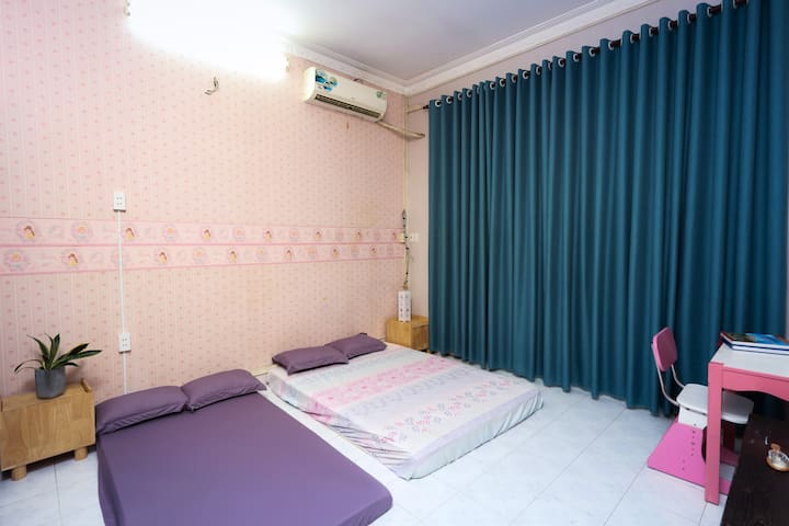 Double room,5 minutes to Airport Saigon