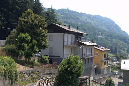 B&B CASA DELLA CANOA, immerso nei terrazzamenti - Castione - 家庭式旅館