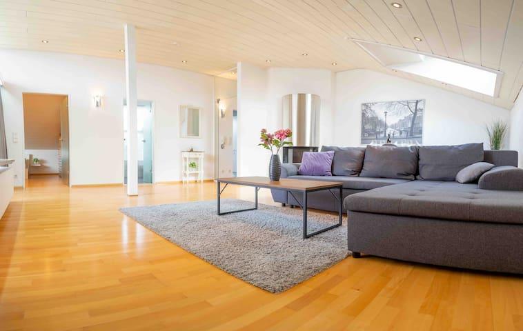 Willkommen in unserem hellen Apartment mit großzügigem Wohn/Essbereich inklusive kuscheligem Kamin