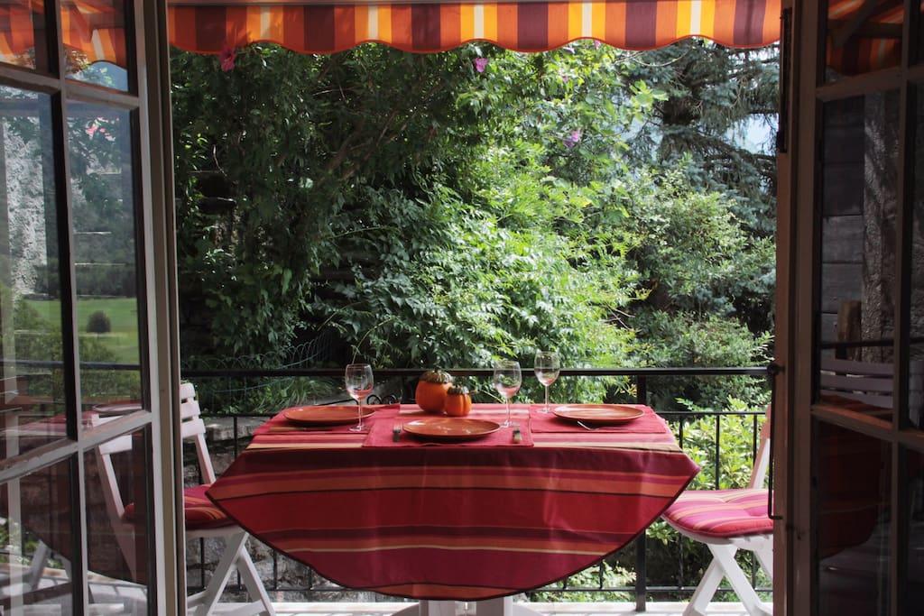 balcon donnant sur le jardi