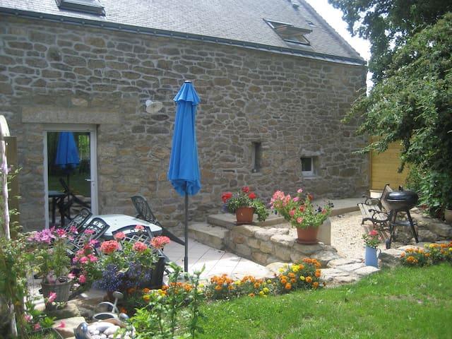 Maison pierre de pays dans la campagne vannetaise