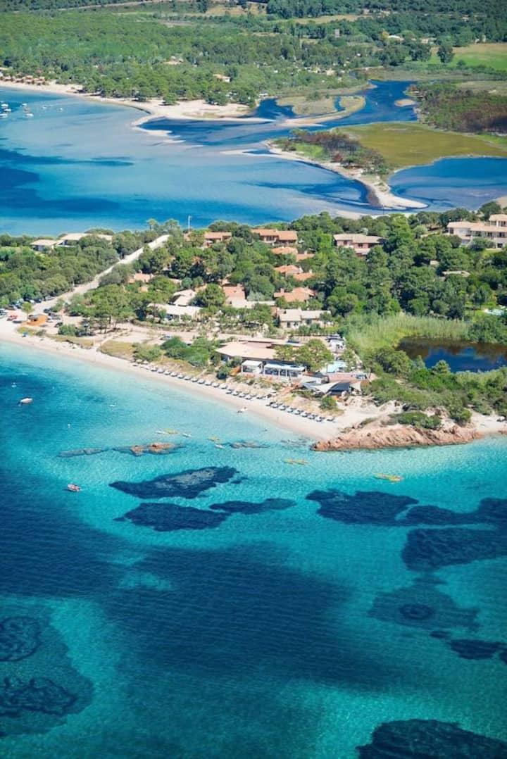 Villa sur la plage. Presqu'île de U BENEDETTU