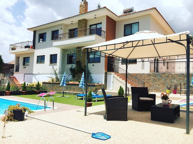 Pine Vine Luxury Villa in Pera Pedi