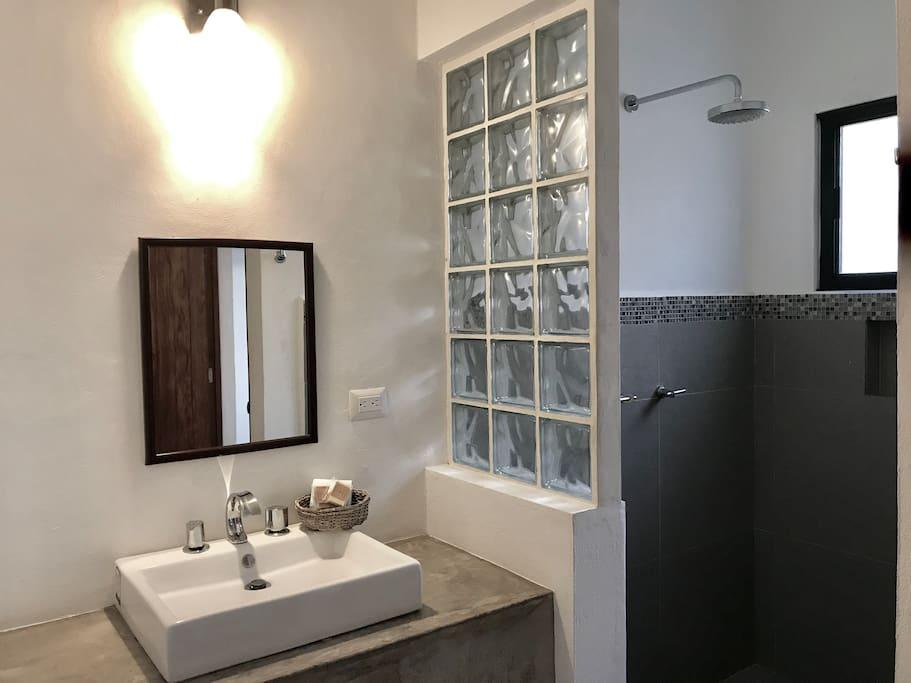 Nice Clean Big Bathroom