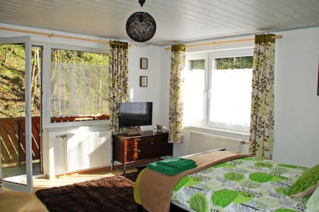 Waldblick Landhaus - Double bedroom with extra bed - Brunnrotte