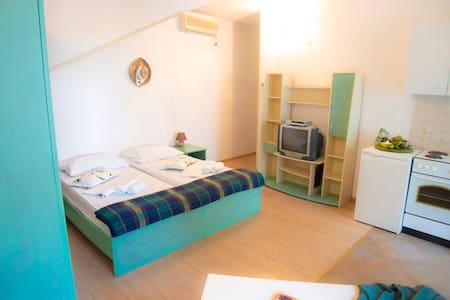 Marino-Studio Apartment with Patio & Garden View 2 - Molunat - Lägenhet