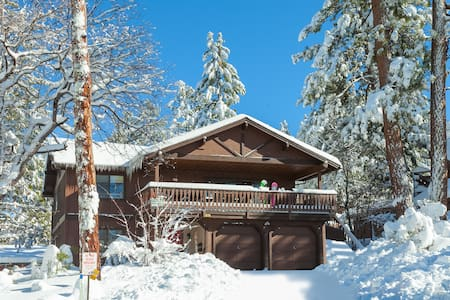 Mancave! 4 bedroom Beauty! Steps to Snow Summit! - Big Bear Lake