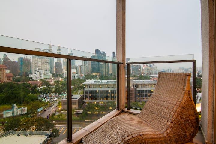 231TR 3BR - KLCC view; 10mins to Pavilion; balcony