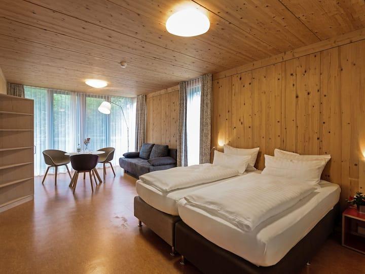 Hotel und Gasthaus Seehörnle, (Gaienhofen-Horn), Galeriefamilienzimmer, DU/WC, Balkon, OG (barrierefrei)