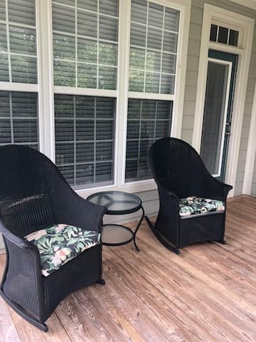 Upscale Furnished Lakefront Condo