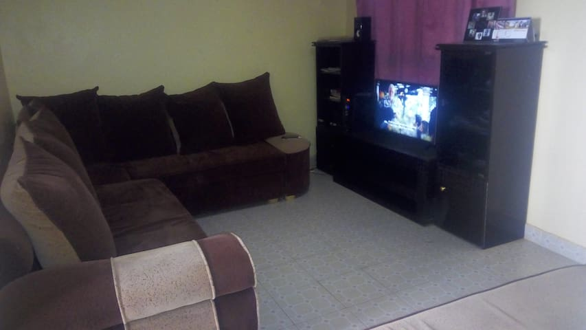 Cosy Apartment, $5-8 Uber to Airport