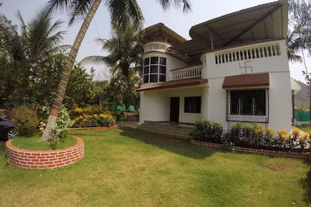 The Red Roof, Karjat