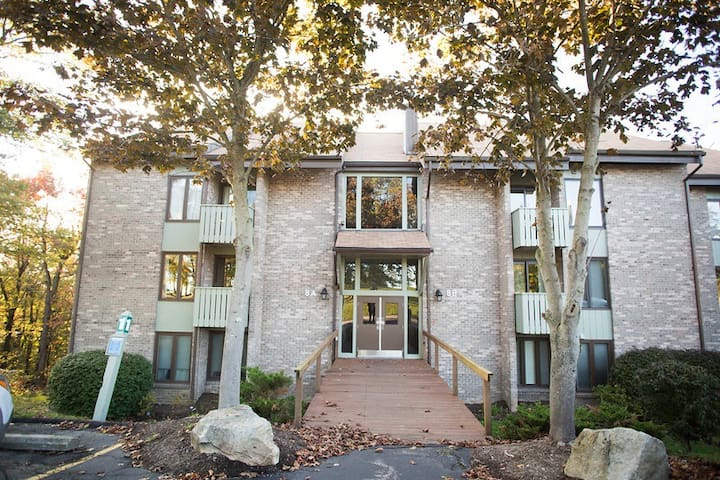 Picturesque Ski Seven Springs Mountain Condo