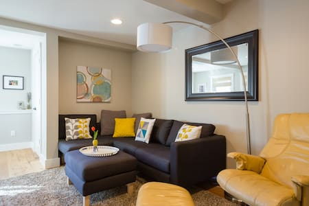 Comfortable, modern apartment - San Rafael