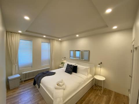 Central and Beautifully Renovated 2Bdrm on King St