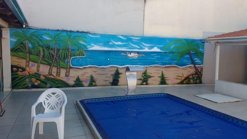 Espaço  com piscina aquecida, internet, freezer