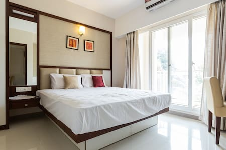 Peaceful stay at a cozy neighborhood @ Panampilly - Ernakulam - Hotellipalvelut tarjoava huoneisto