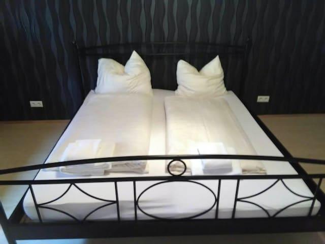 Doppelbett Zimmer in Kaiserslautern