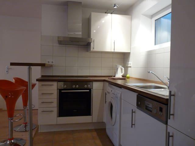 Küchenzeile mit kompletter Ausstattung inkl. Waschmaschine